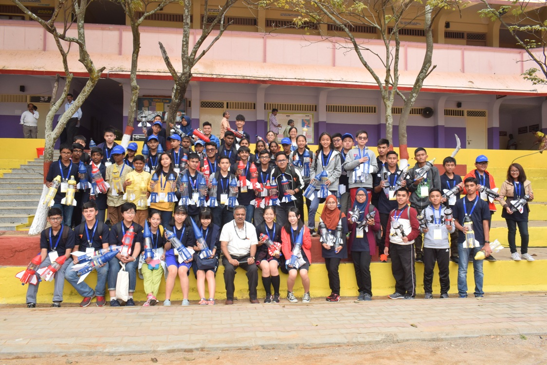 Group photo of students participating in APRSAF-24 water rocket event