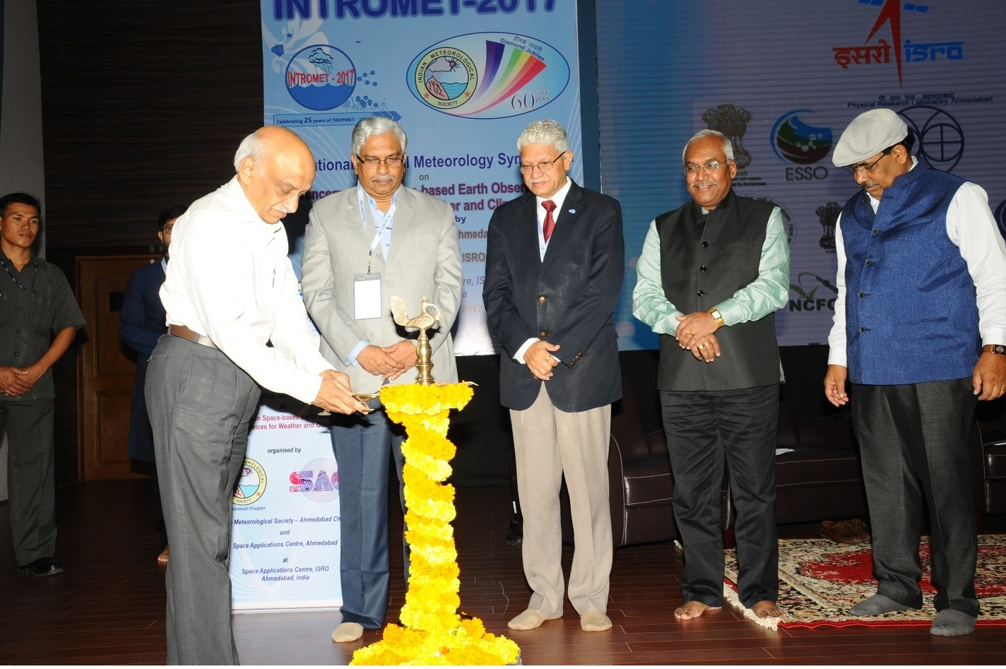 Chief Guest Shri A S Kiran Kumar, Chairman, ISRO and Secretary, DOS, GoI lighting the Lamp during the Inaugural Function